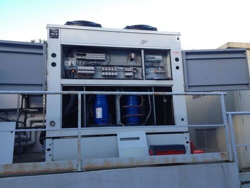 Dépannage et maintenance d'un groupe d'eau glacée TRANE , révision maintenance et paramétrage du régulateur.<br/>AIR83 effectue la maintenance et le suivi d'installation centralisée à eau glacée de toutes marques.